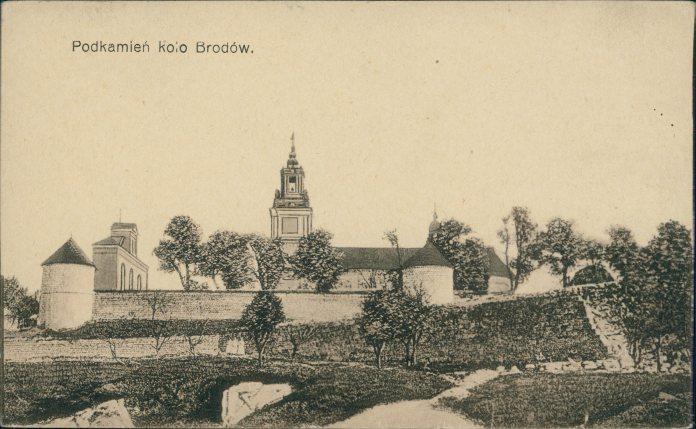 Мури та оборонні вежі Підкаміньського монастиря. Фото 1920 року