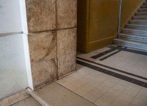 Будинок № 40 на вул. Котляревського, на фото видно облицювання мармуром, фото М. Ляхович