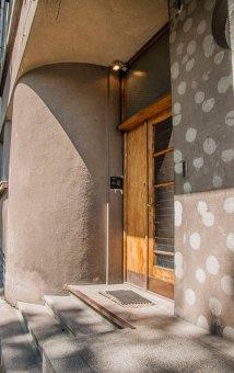 Будинок № 32 на вул. Котляревського, спроектований Збіґнєвом Вардзалою , на світлині - типові для стилю вхідні двері, фото М. Ляхович