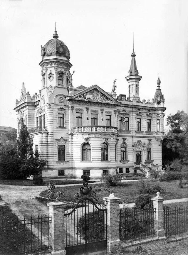 Приміщення Церковного музею (згодом – Національного музею у Львові)де знаходиться наукова бібліотека ЛНМ ім. Андрея Шептицького. Фото до 1939 року