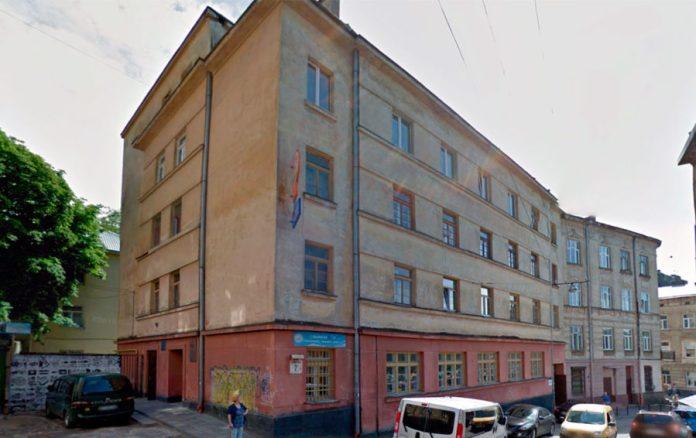 """Центральна міська бібліотека на вул.Мулярській. Тут """"живе"""" Юлік"""