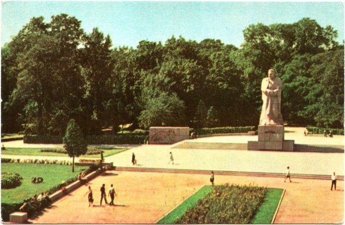 Львів. Пам'ятник І. Я. Франкові. Фото Г. Угриновича. Поштівка 1968 року