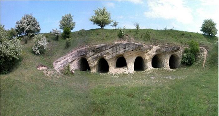 Один із скельних храмів VIII-X ст. Джерело: http://istoria.ko.net.ua/?p=240