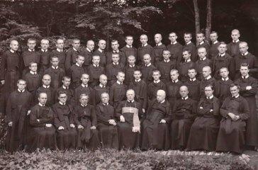 Єпископ Василь Ладика із василіанами в Добромилі, 1937 р. - http://www.encyclopediaofukraine.com/