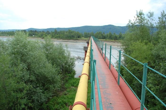 Міст через річку Стрий, прокладений по двох трубопроводах