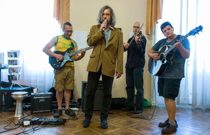 Ігор Малієвський у супроводі музичного бенду з Чехії