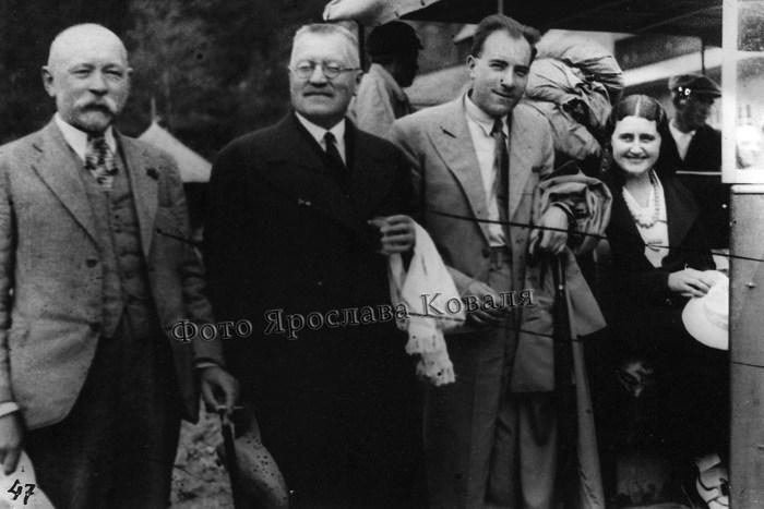 Іларіон Свєнціцький, Олександр Лотоцький, Антін Рудницький, Марія Сокіл, ймовірно, 1930-ті рр. (зі сайту http://librozh.at.ua/index/vidomi_postati_u_pidljutomu/0-43)