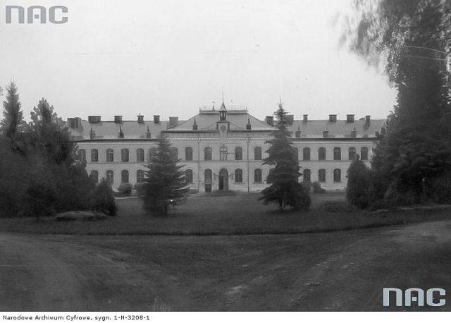Навчальний корпус у Дублянах збудований 1888 р (сучасний головний корпус ЛНАУ)