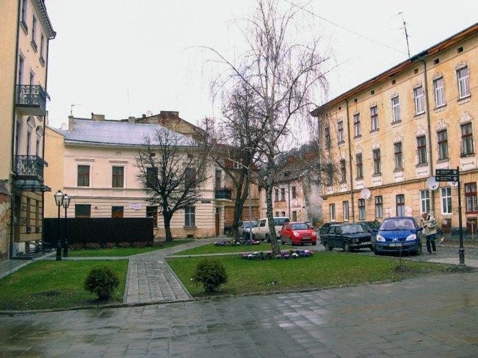 Львів. Площа Звенигородська