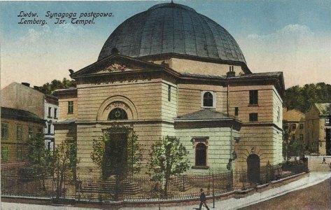Синагога Темпль, її будівництво спочатку планувалося на площі Стрілецькій (Данила Галицького), однак, через протести черниць розташованого поруч монастиря бенедиктинок, було перенесене далі від центру, на площу Старий Ринок. Будували синагогу у 1843-1846 рр.