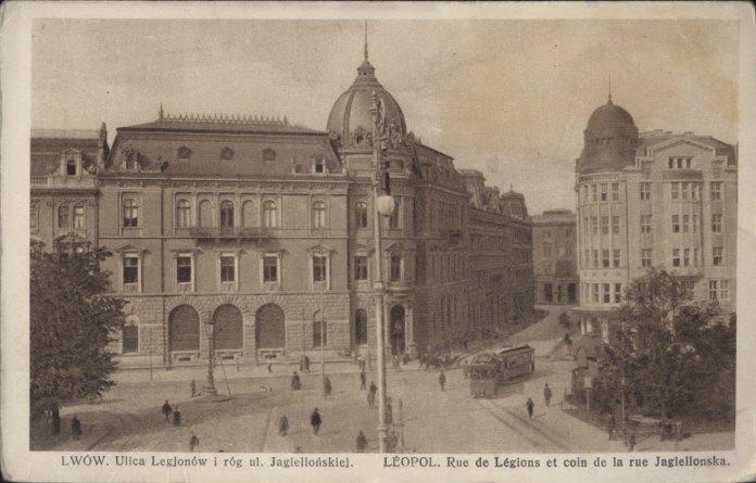 Поворот на вул. Ягеллонську (тепер – вул. Гнатюка), де знаходиться Перший український театр для дітей та юнацтва. Фото 1928 року