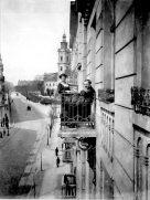 Фото, зроблене в будинку, спроектованому Вітольдом Мінкевичом по вул. Бандери, 2. Фото 1920-тих років.