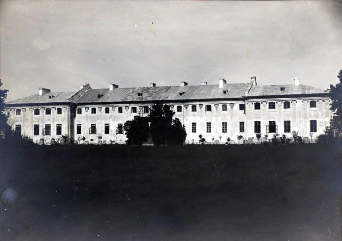 Фасад замку в Бродах. Фото 1910 року