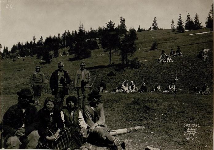 Селяни селища Опорець. Галичина, початок XX століття