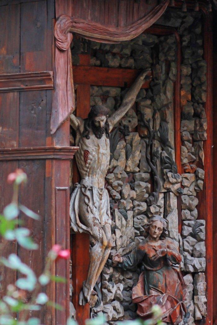 Сучасний вигляд фігур Ісуса Христа та Марії Магдалини. Фото - Ольга-Марія Коханевич, жовтень 2016 року