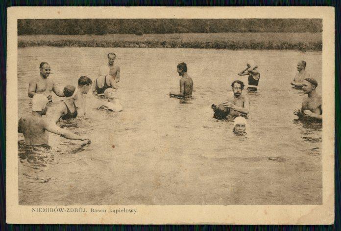 Немирів, купальний басейн. Фото 1935 року