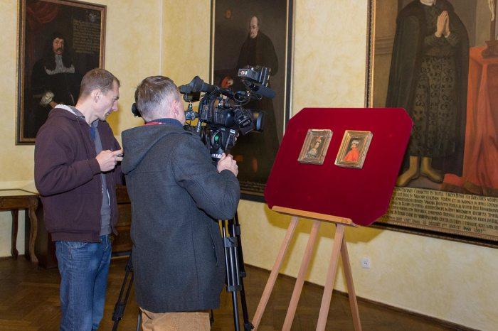 Повернуті портрети Розанди та Тимоша