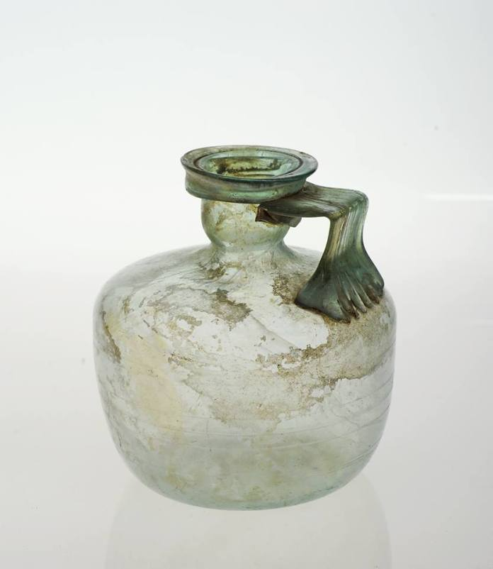 Римське скло (I-II cтоліття). Фото надане Михайлом Бокотеєм, директором Музею скла