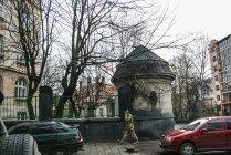 Альтанка на території будинку по вул. І. Котляревського, 67. Фото: Анастасія Нерознак