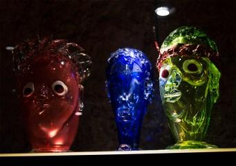"""Пере Ігнасі Біскверра """"Римські голови"""". Один із експонатів Музею скла. Фото: Ксенія"""