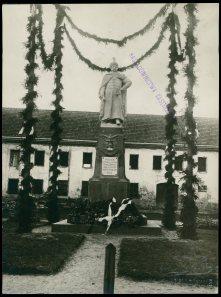 Відкриття нового пам'ятника королю Яну Собєському в Жовкві. Фото 1925 року