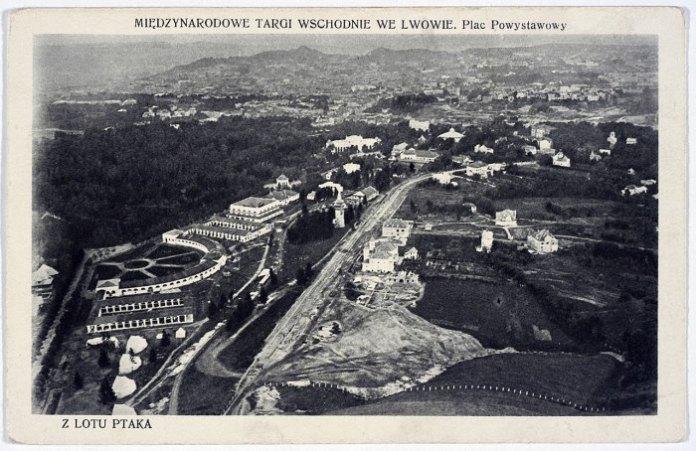 Вигляд з літака на парк Кілінського (Стрийський парк) та Східні Торги. Листівка 1921 р.