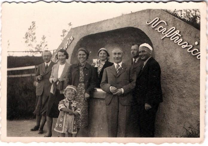 """Трускавець. Урочище Помірки. Гості літнього курорту """"Помярки"""", 1938 рік"""