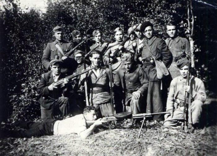 """Повстанці з Тернопільщини. Сотня """"Орли"""", 1944 рік. Джерело: Архів ЦДВР"""