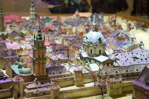 Прекрасне, таке знайоме і незвичне, давнє і вічно юне місто Лева. Джерело: http://panoramalwowa.pl