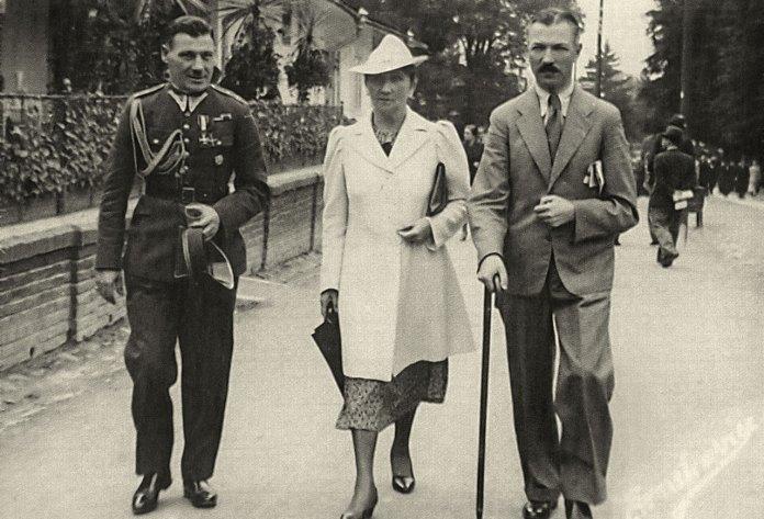 Курорт Трускавець. Генерал Ф. Альтер (справа) з дружиною, 1938 рік
