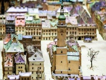Макет львівської Ратуші на площі Ринок. Саме такий вигляд мала ця споруда до своєї руйнації у 1826 р. Джерело: http://panoramalwowa.pl