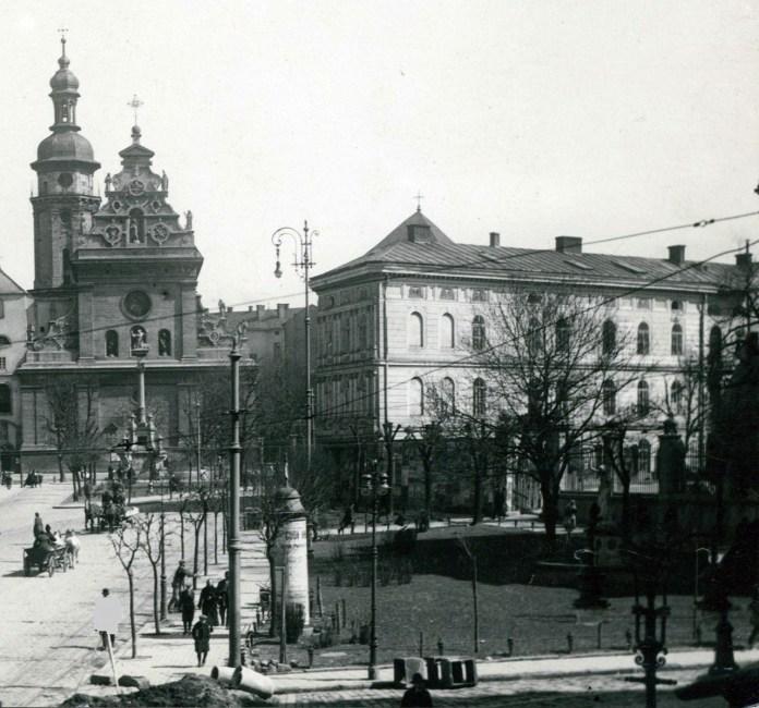Площа Бернардинська (сучасна Соборна). Перша третина ХХ ст.