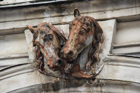Голови коней. Петро Віталіс Герасимович. Палац Семенських-Левицьких. Вул. Пекарська, 19