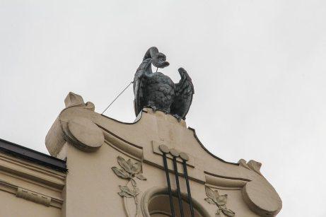 Скульптура лебедя. Петро Герасимович. Вул. Чайковського, 7