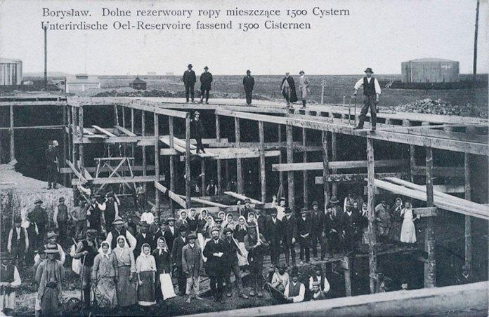 Борислав. Будівництво нафтових резервуарів. Поштівка 1909 року