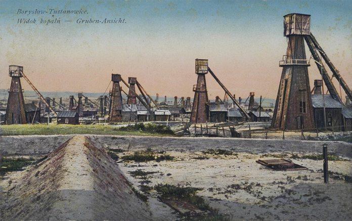 Нафтові вишки в Тустановичах, поштівка 1914 року