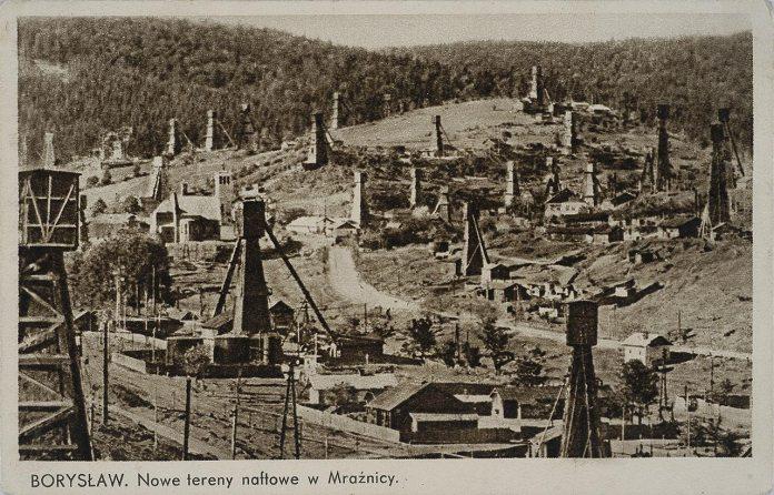 Нафтові вишки в Мражниці, поштівка 1918 року