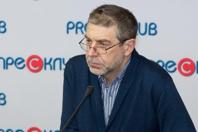 Модератор прес-конференції, керівник медіапроектів Львівського прес-клубу, Роман Шостак