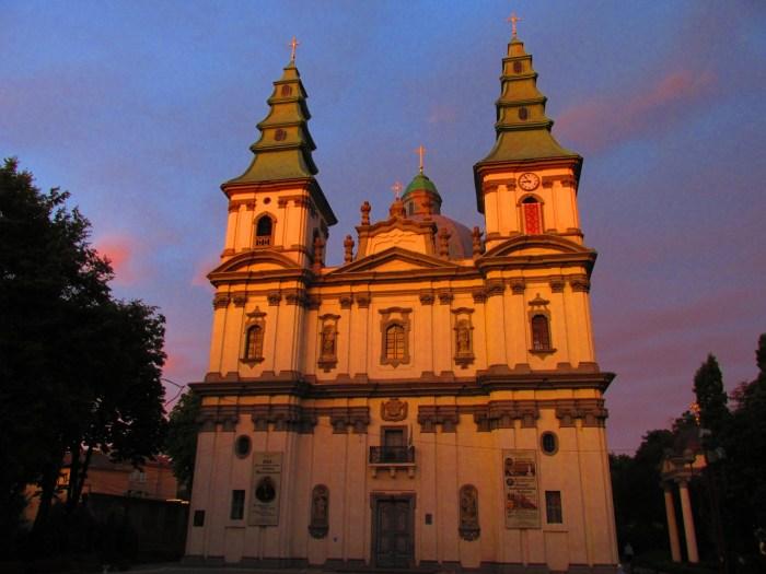 Кафедральний собор міста Тернопіль на заході сонця (фото Сергія Гуменного)