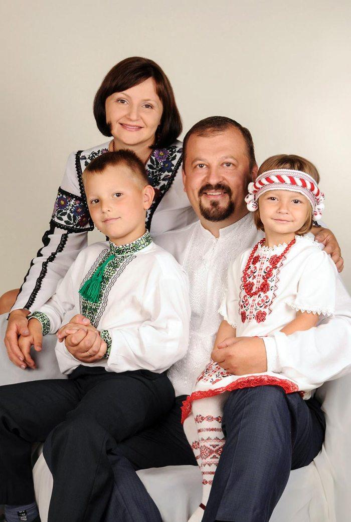 Богдан Тихолоз з Дружиною Наталею та дітьми