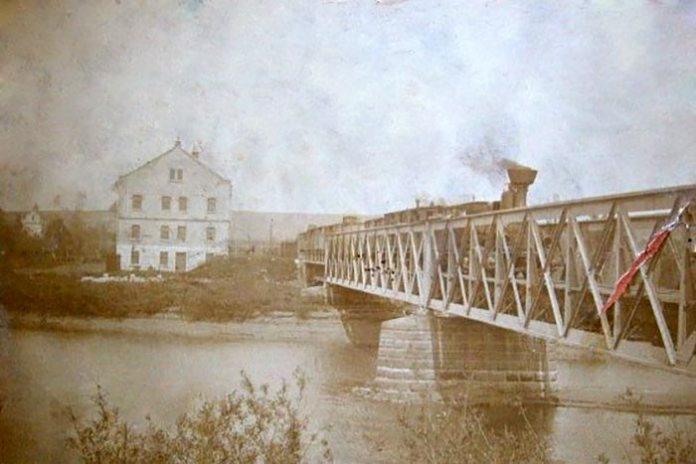 Міст через річку Дністер у Розвадові