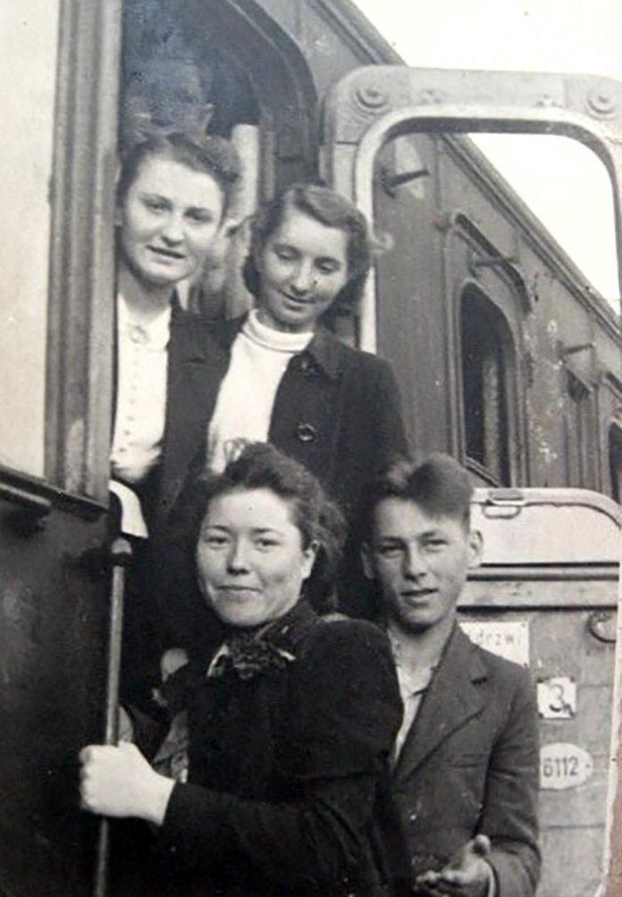 Надія Крутяк Фіялка серед молоді - період німецької окупації