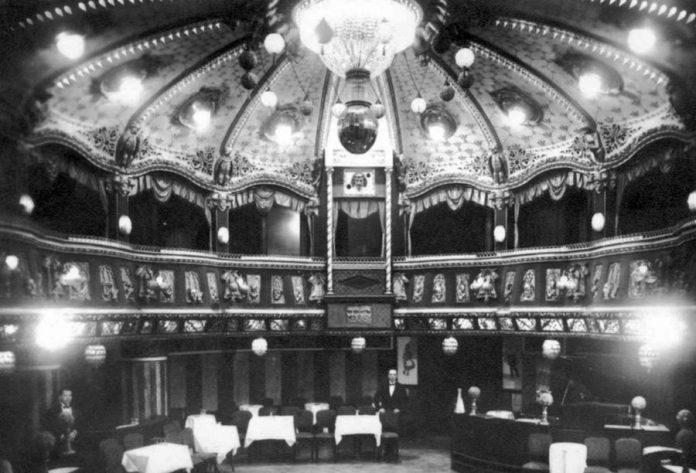 Глядацький зал «Казино де Парі», приблизно 1914 р.