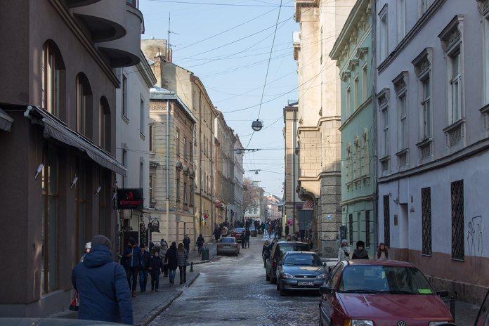 Вулиця Сербська у Львові, фото 2017 року.