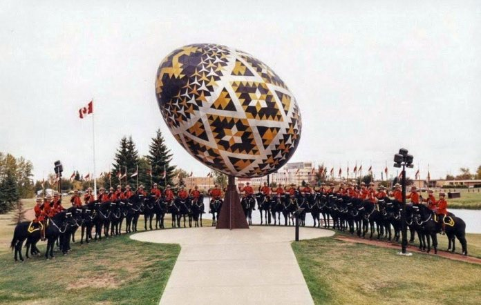 Пам'ятники писанці у Канаді в м. Веґревіль