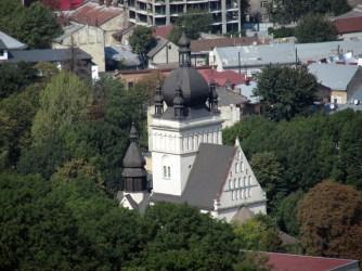 Церква Святої Параскеви П'ятниці із висоти Високого Замку. Фото Сергія Гуменного