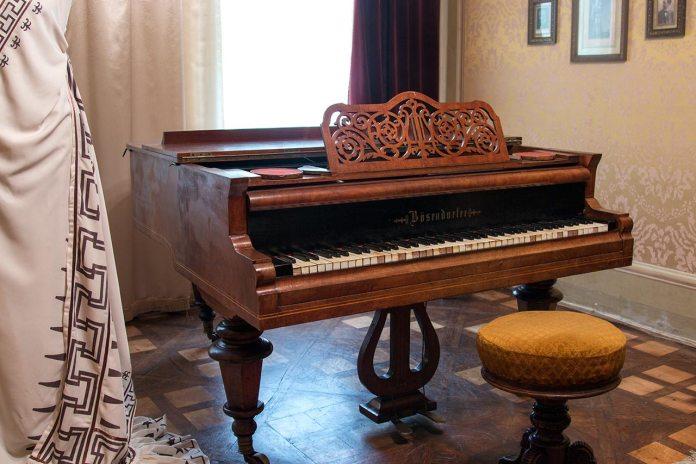 """Фортепіано фірми """"Bösendorfer"""" Одарки Бандрівської в експозиції львівського Музею Соломії Крушельницької"""