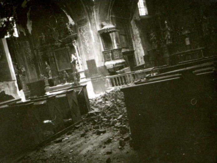 Інтер'єр костелу Святої Трійці в Магерові, 1914 р.
