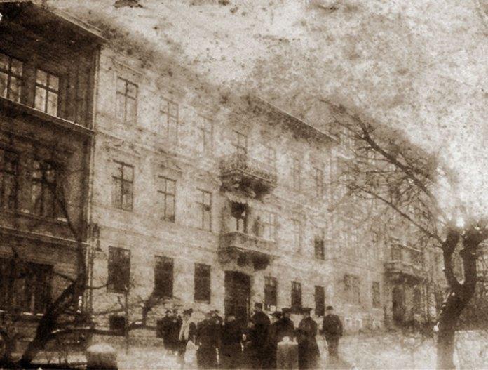 Кам'яниця під номером 23 по сучасній вулиці Соломії Крушельницької, фото початку ХХ століття