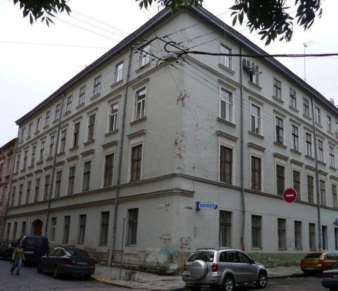 Тут, на розі вул. Театральної та Вірменської була Технічна академія